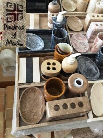 Juegos de baño en onix y travertino . Onix and marble bathroom sets . 2